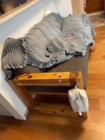 カーテンと手づくりの家具